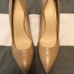 Taupe Nine West heels // size 8.5
